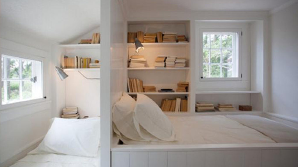 A small bedroom, and with it a small balcony? If you think about it, this is the ideal layout for creating a Provencal style bedroom. The balcony can be turned into a cozy place for a summer vacation with a book and a cup of t